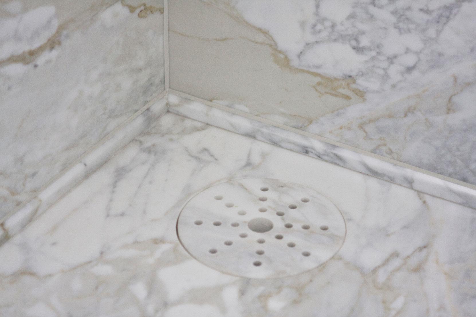 Marbonyx Houckham Calacutta Oro Bathroom-1